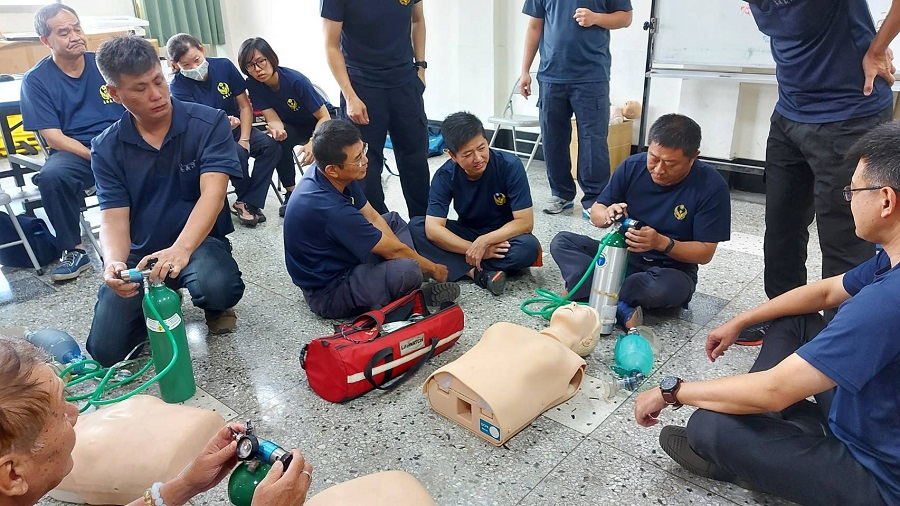 人工呼吸道的置入與袋瓣罩甦醒球人工呼吸